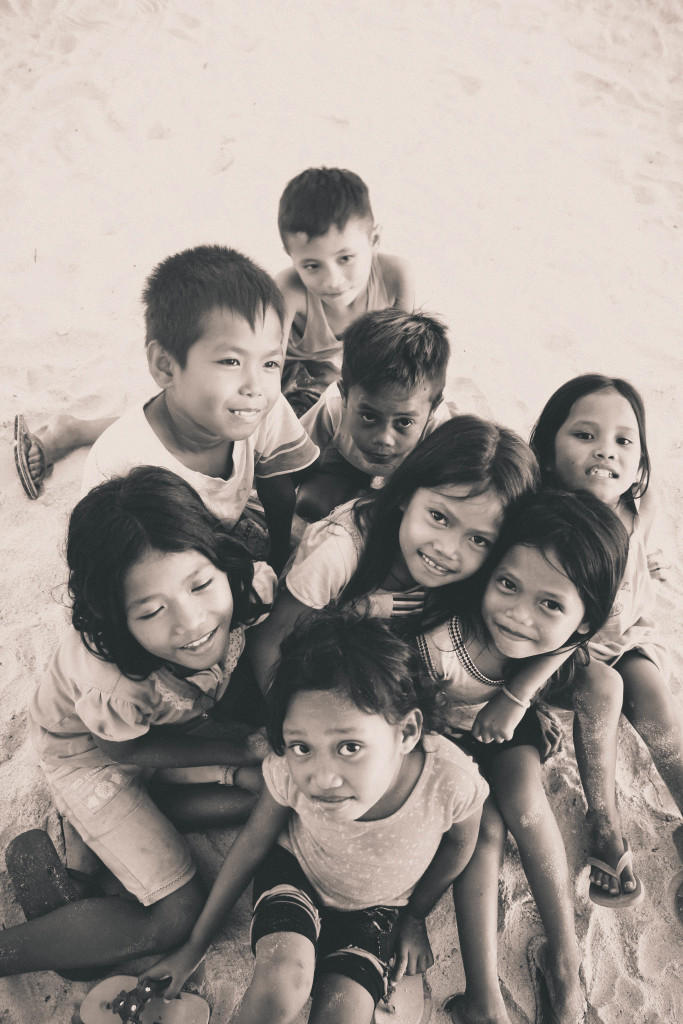 The little kids of Bantayan Island took a pose for a groupie. :)