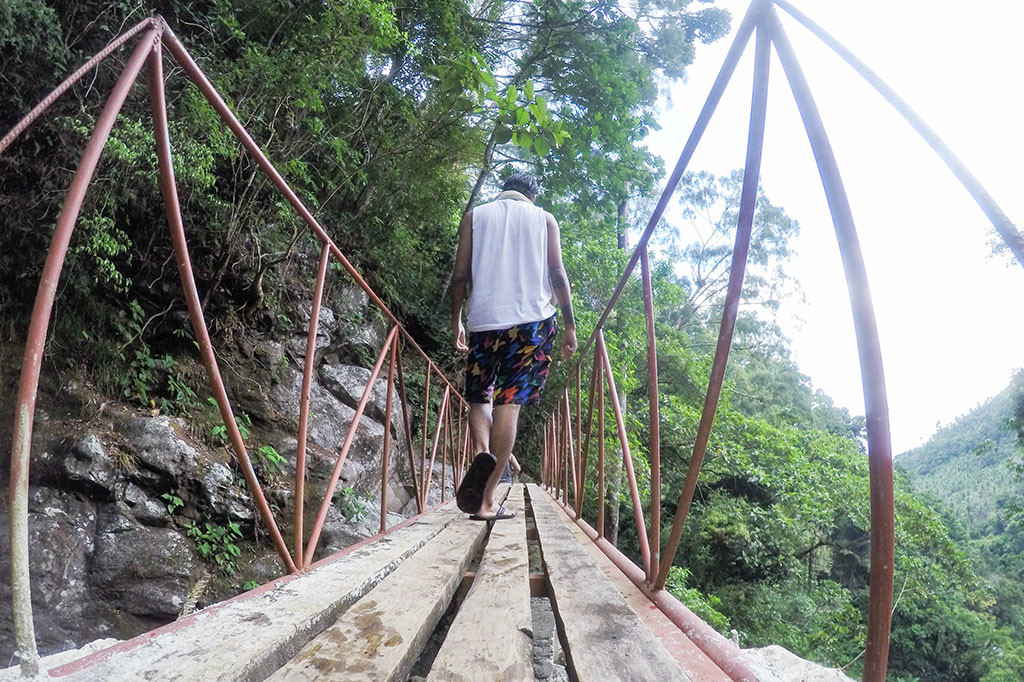 The bridge going to Recoletos Falls