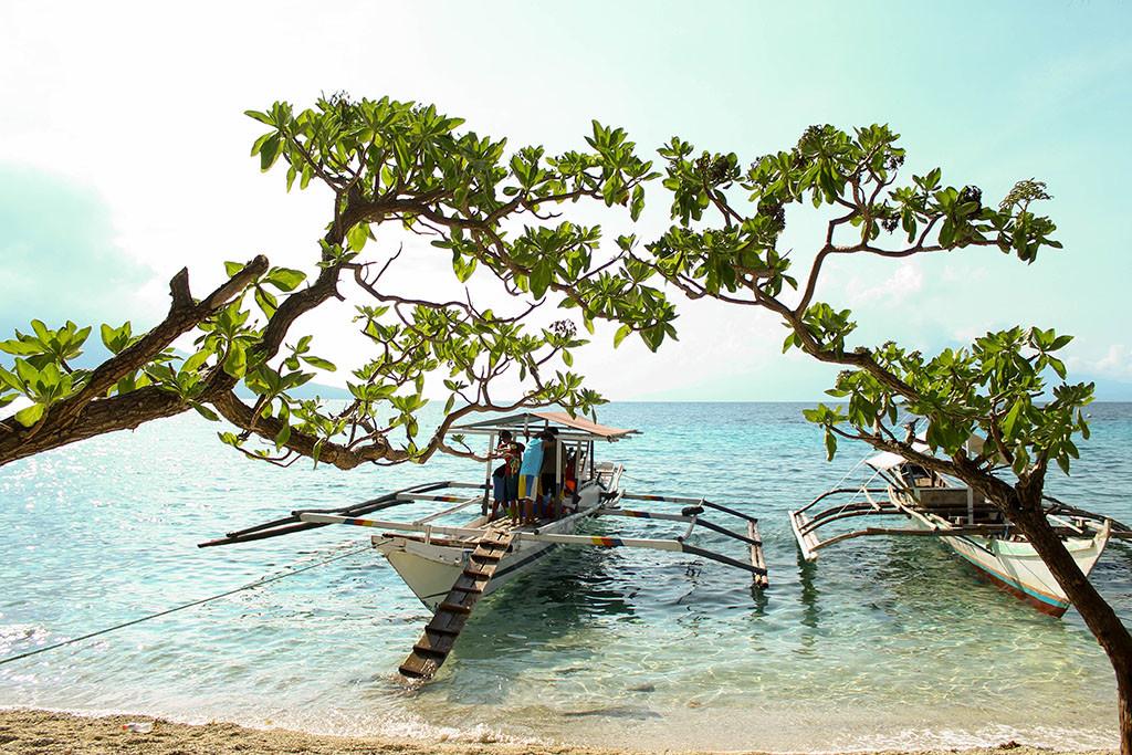 Sambawan Island shore