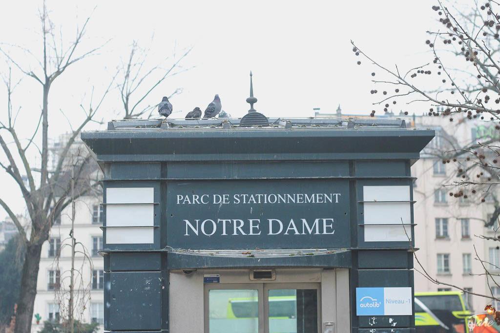 Parking lot - Notre Dame Catedral