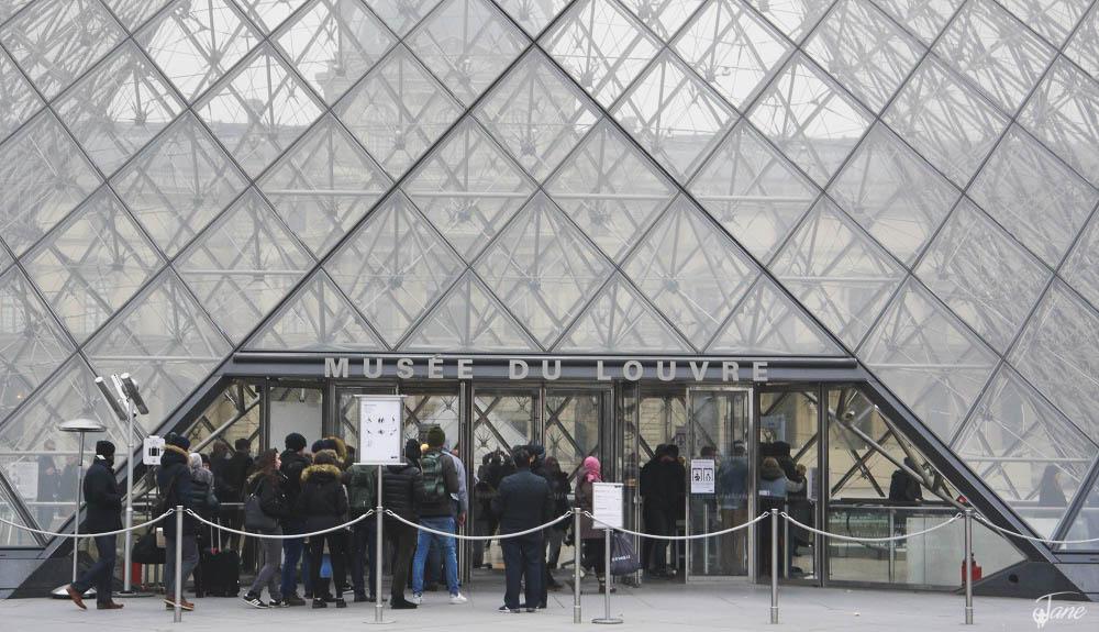 Entrance - The Louvre Museaum
