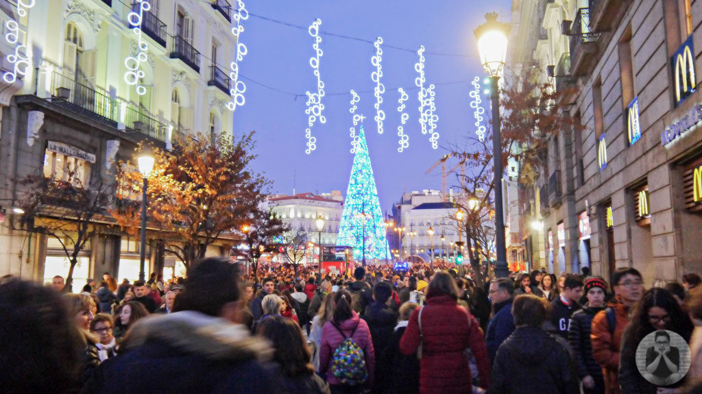 Blue christmas tree at the center of Puerta del Sol